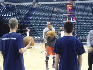 Derrick Rose warms up before Saturday's game against the Pacers.